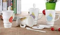 снимка на Чаши за чай с капак и лъжичка