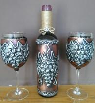 снимка на Ръчно рисуван комплект бутилка вино с чаши