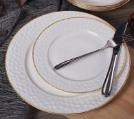 снимка на Костен порцелан  Бели чинии със златен кант