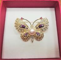 снимка на Пеперуда брошка с естествена перла