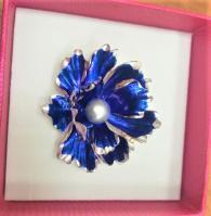 снимка на Брошка с перла  синьо цвете