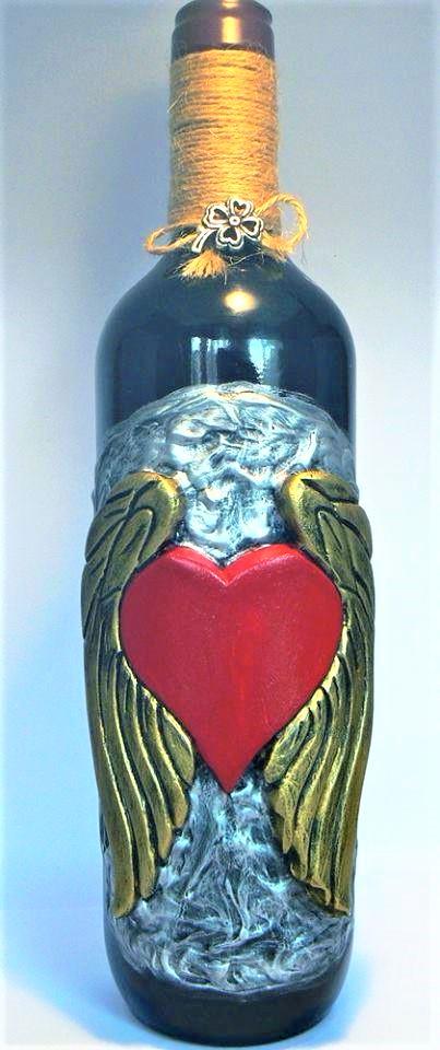 Бутилка вино със сърце