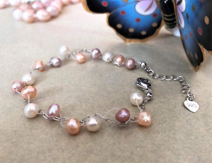 Гривна с разноцветни перли и сребро