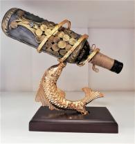 снимка на Златна Риба с бутилка