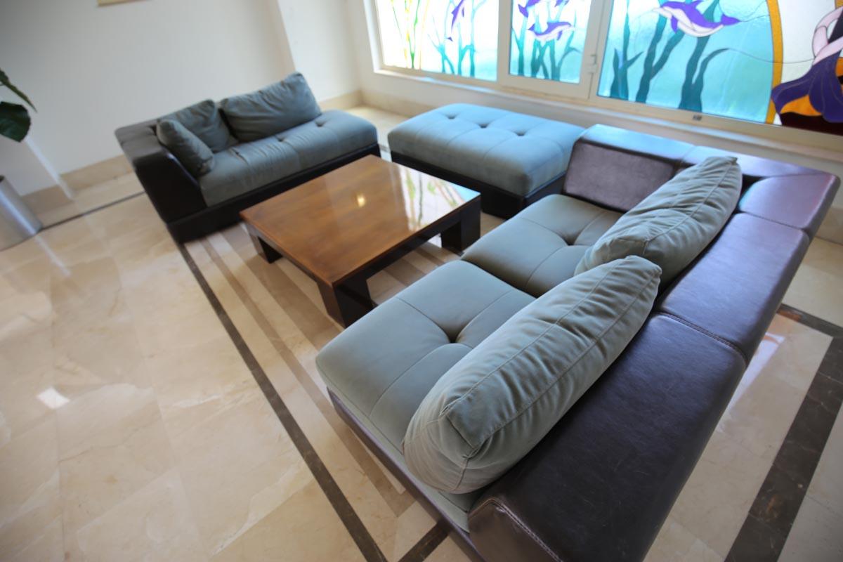 снимка на Кожен диван двойка по поръчка на клиента