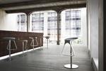 снимка на дизайнерски бар столове за външно и вътрешно ползване