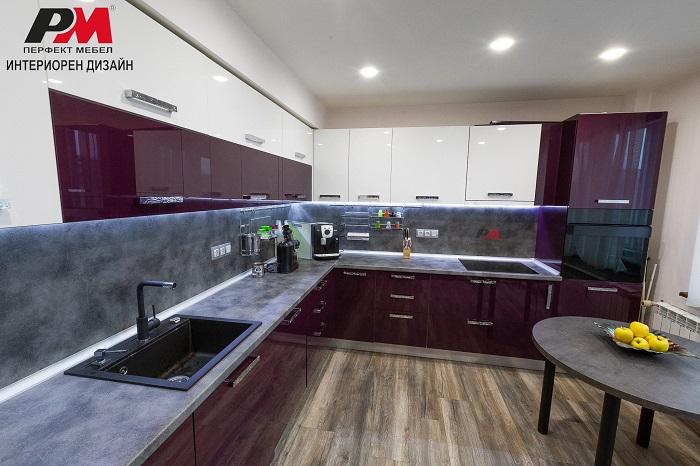 снимка на Простор, уют и модерен стил в интериора на кухнята