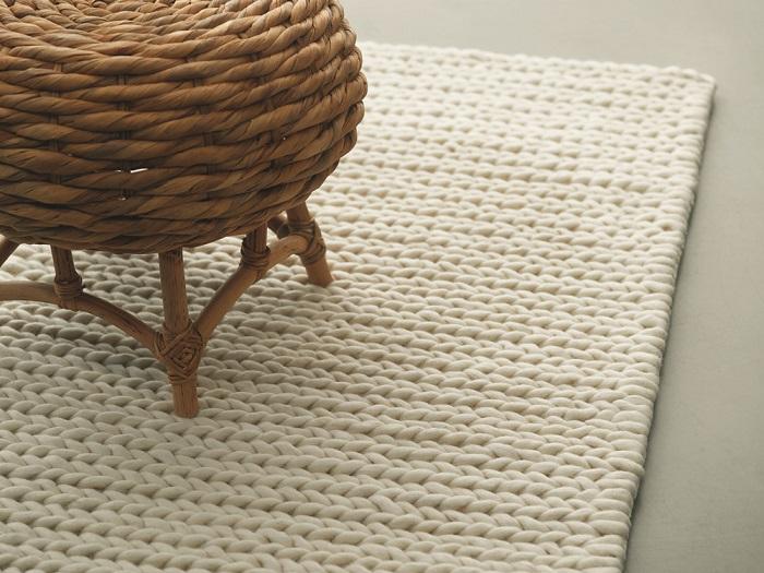 снимка на Тренд килим с едра плетка в кремав цвят
