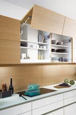 снимка на нестандартни кухни в два цвята