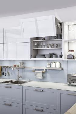 снимка на кухня в бял цвят мат