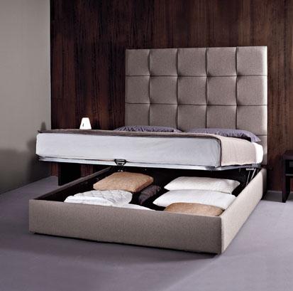 Тапицирана спалня в сиво