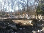 снимка на дървен градински мост по поръчка