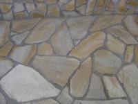 Настилка от естествен камък