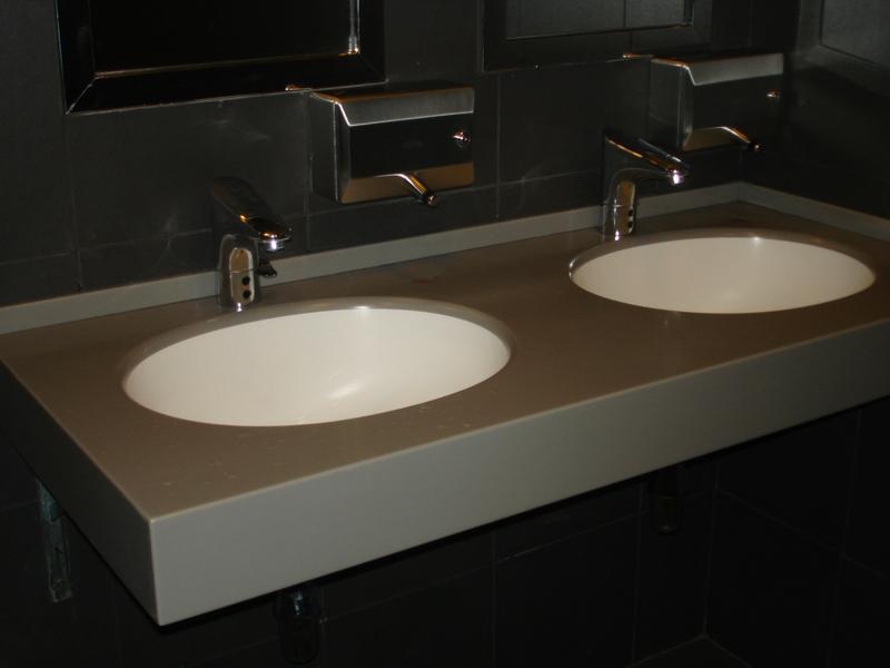 снимка на Плот за баня с две мивки
