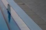 снимка на бели решетки за басейни за хотели