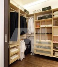 Индивидуално проектиране на гардеробни стаи по поръчка и гардеробни продажби