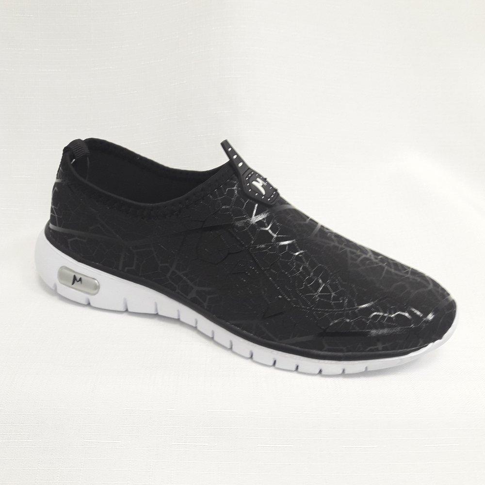 Черни маратонки за фитнес.