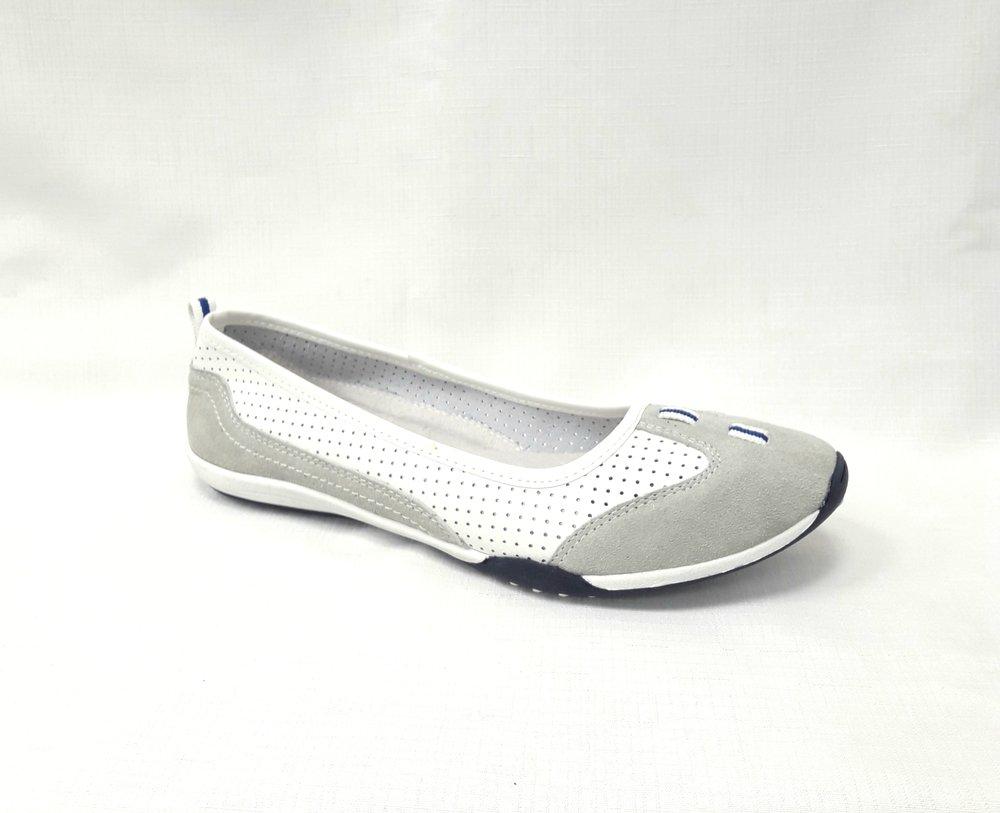 снимка на Бели дамски кожени обувки.