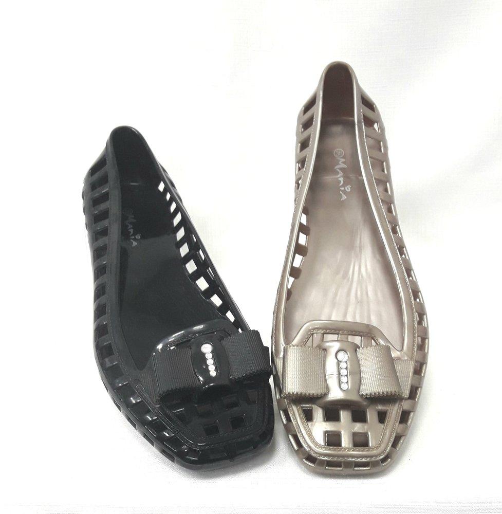снимка на Силиконови дамски обувки в златисто и черно.
