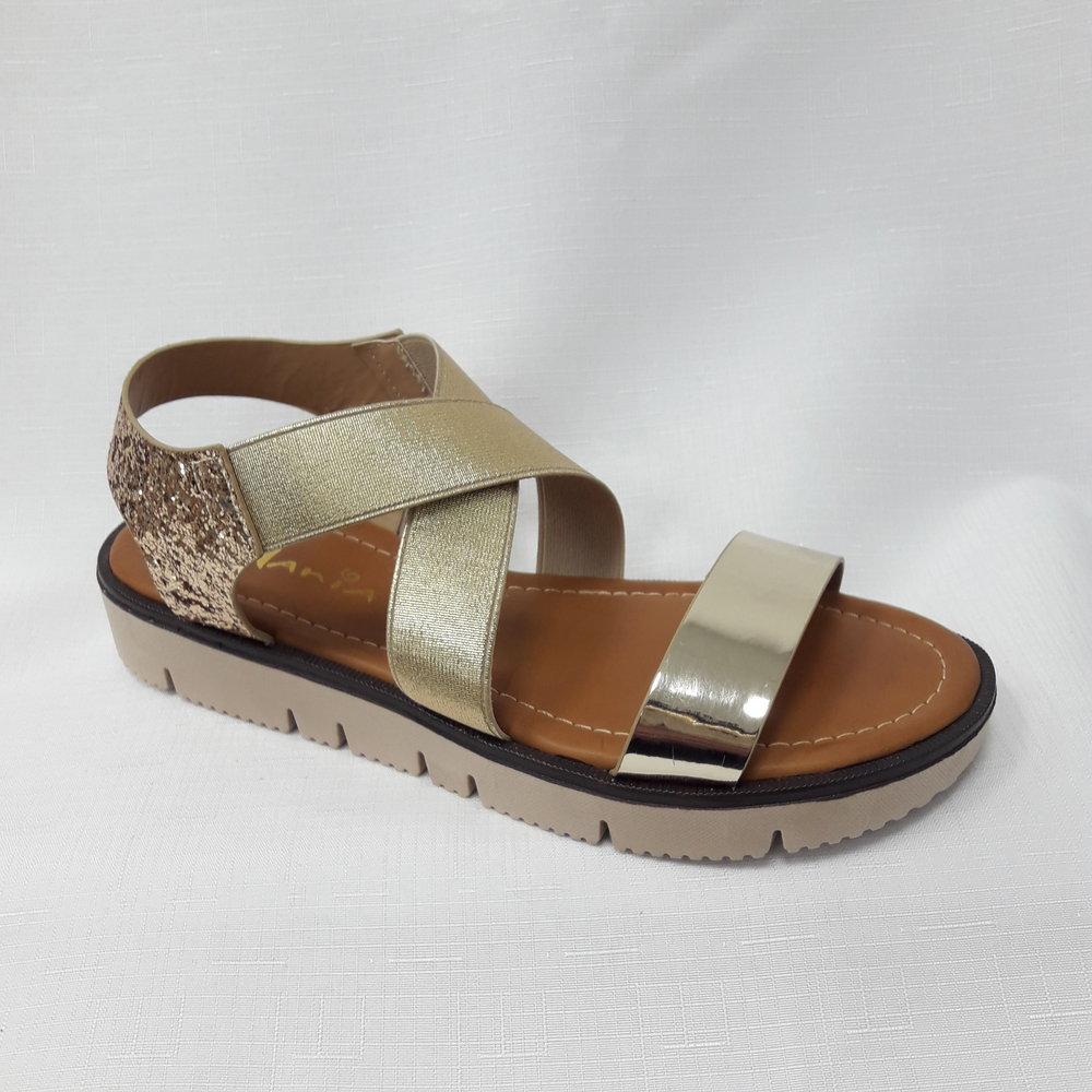 снимка на Златисти дамски сандали от естествена кожа.