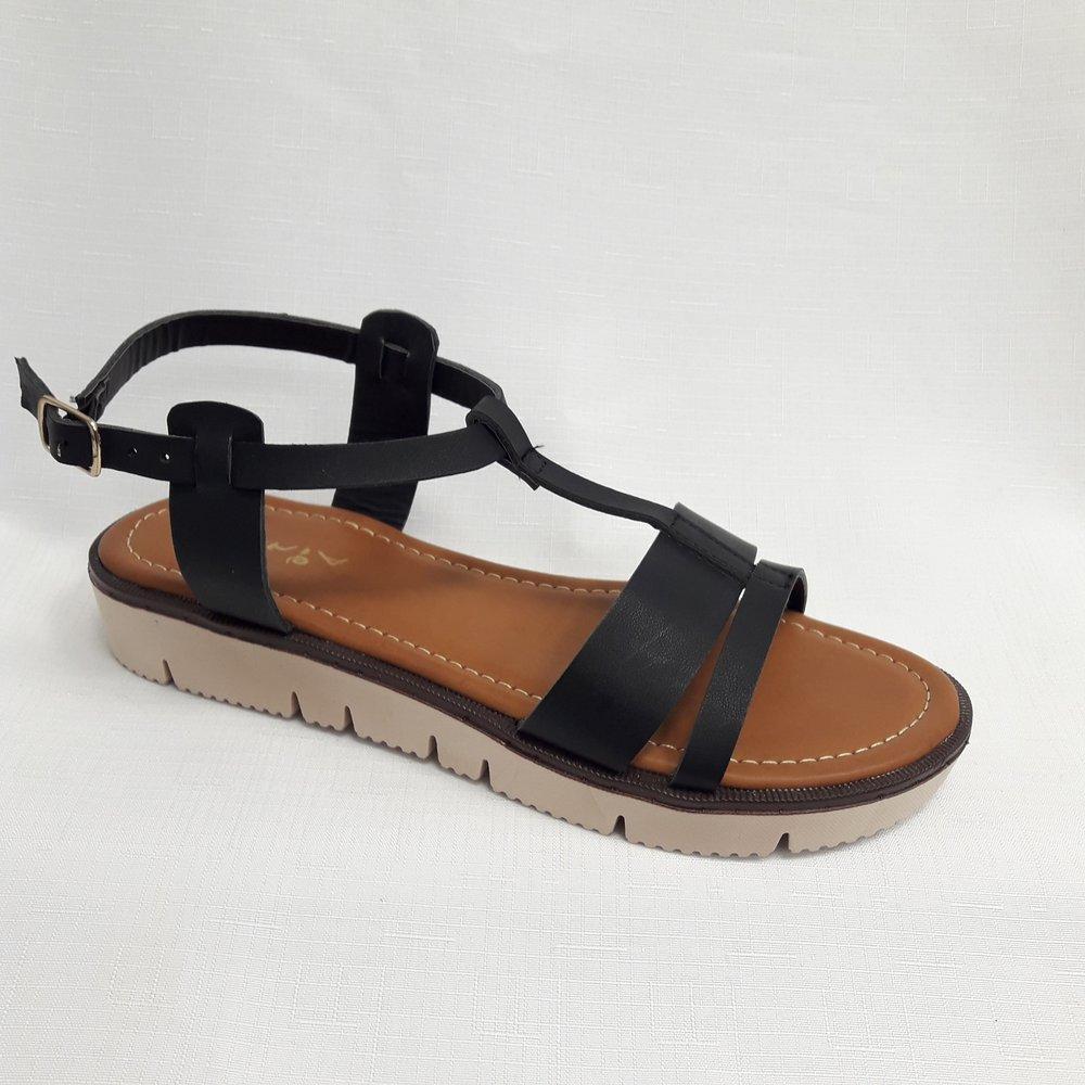 снимка на Черни дамски сандали от естествена кожа.