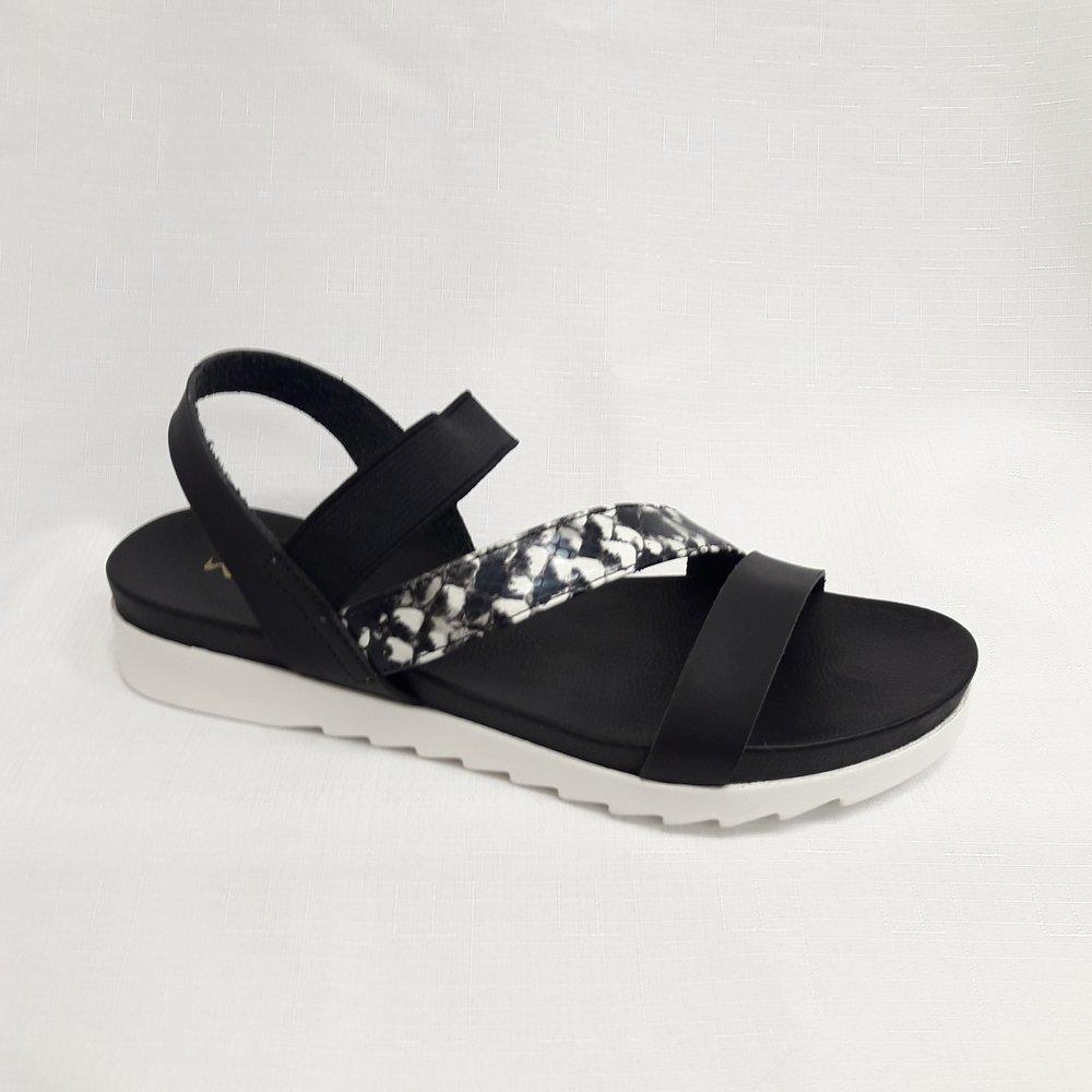 снимка на Черни кожени дамски сандали с мемори пяна.