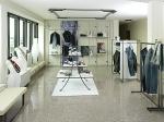 обзавеждане на магазини за дрехи