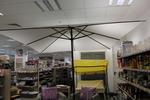 снимка на бели чадъри метална конструкция с потвърдено качество по поръчка