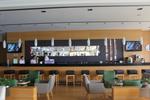 снимка на по поръчка бар столове от масив