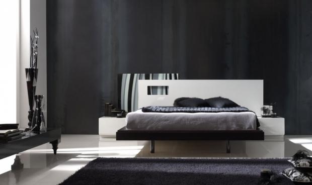Спалня със стилна табла