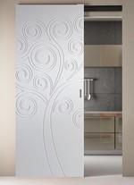 снимка на луксозни плъзгащи фрезовани интериорни врати по поръчка