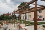 фирма за изработка и монтаж на дървен навес