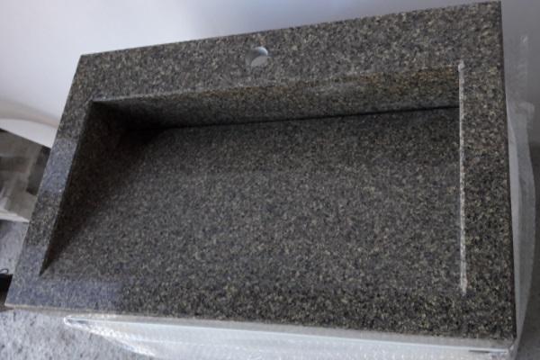 снимка на Мивка ''Yellow Stone'' от технически камък