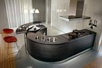 луксозни кухни извит плот с вградени мивки